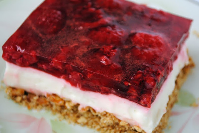 Raspberry Cream Cheese Pretzel Salad