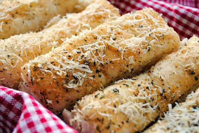 Easy Garlic Bread Sticks