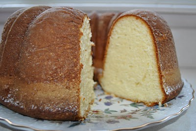 Sour Cream Pound Cake (214)